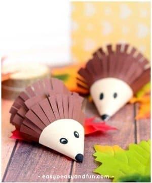 hedgehog Kid Crafts- fall kid craft - amorecraftylife.com #kidscrafts #craftsforkids #preschool