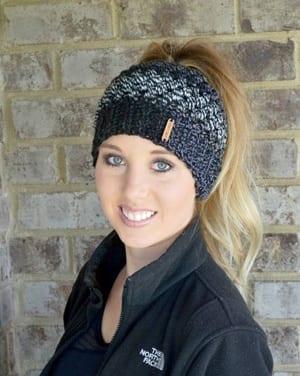 messy bun hat crochet pattern - ponytail hat - winter hat - beanie crochet pattern - women's crochet pattern - amorecraftylife.com #hat #crochet #crochetpattern