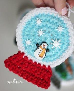 free crochet Christmas patterns - winter - home decor- amorecraftylife.com #crochet #crochetpattern #diy #christmas