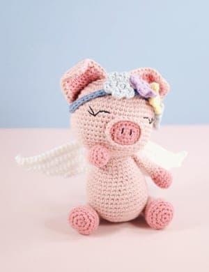 This cute amigurumi pig is great for crochet beginners | Ideen ... | 390x300