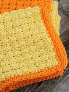 free even berry crochet dish cloth crochet pattern -amorecraftylife.com #crochet #crochetpattern #diy #freecrochetpattern