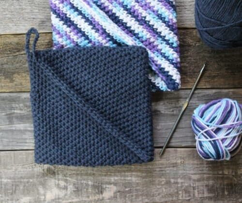 free printable simple double thick pot holder crochet pattern -amorecraftylife.com #crochet #crochetpattern #diy #freecrochetpattern