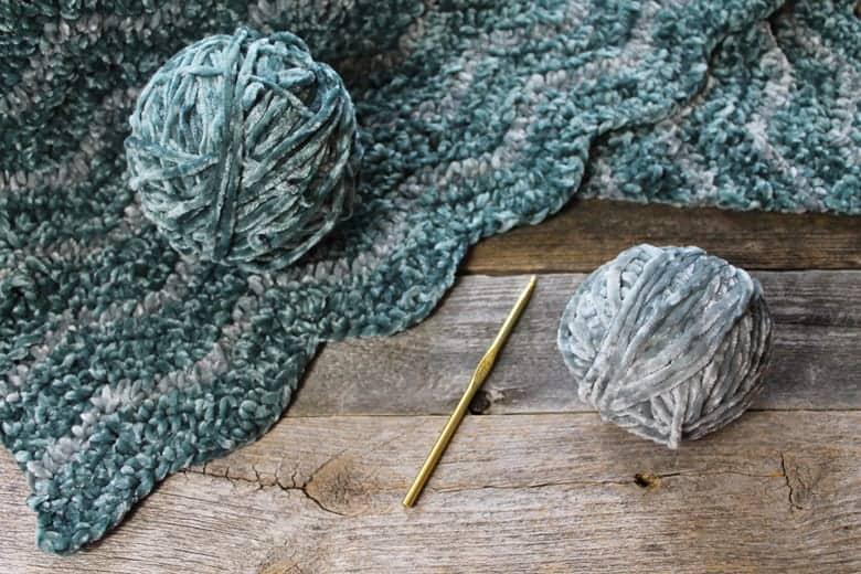 free velvet ripple crochet blanket pattern - crochet throw pattern- crochet blanket pattern -amorecraftylife.com #crochet #crochetpattern #freecrochetpattern