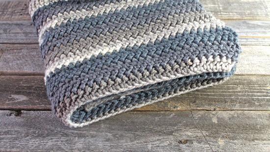 herringbone chunky throw crochet pattern - amorecraftylife.com - afghan pattern -crochet blanket pattern- caron chunky cake yarn- herringone bone double crochet - free printable crochet pattern #crochet #crochetpattern #freecrochetpattern