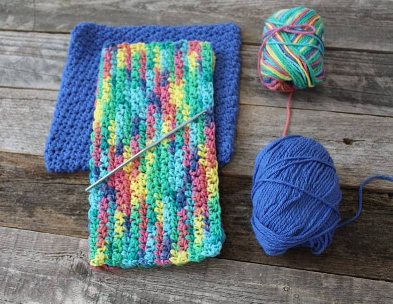 free printable half double stitch crochet dishcloth pattern -amorecraftylife.com #crochet #crochetpattern #diy #freecrochetpattern