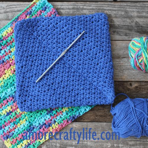 free printable half double stitch crochet potholder pattern -amorecraftylife.com #crochet #crochetpattern #diy #freecrochetpattern
