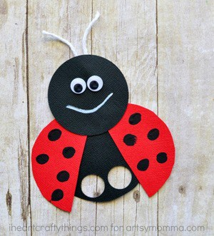 ladybug kid crafts - bug crafts for kids- ladybird insect - amorecraftylife.com #preschool #craftsforkids #kidscrafts