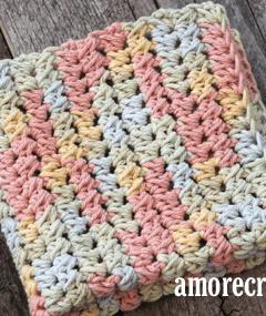 free printable pastel half double cluster crochet dishcloth pattern -amorecraftylife.com #crochet #crochetpattern #diy #freecrochetpattern