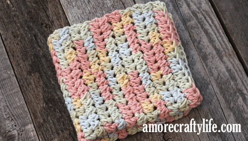 free printable pastel half double cluster crochet dishcloth pattern -amorecraftylife.com #crochet #crochetpattern #diy #freecrochetpattern