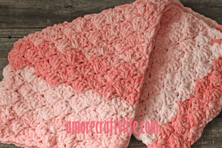 pink bubbles baby blanket pattern - amorecraftylife.com -bernat blanket yarn baby blanket - baby afghan - free printable crochet pattern chunky blanket pattern #baby #crochet #crochetpattern #freecrochetpattern