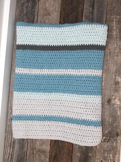 stripe baby boy crochet blanket pattern - amorecraftylife.com -butta yarn - baby afghan - free printable crochet pattern #baby #crochet #crochetpattern #freecrochetpattern