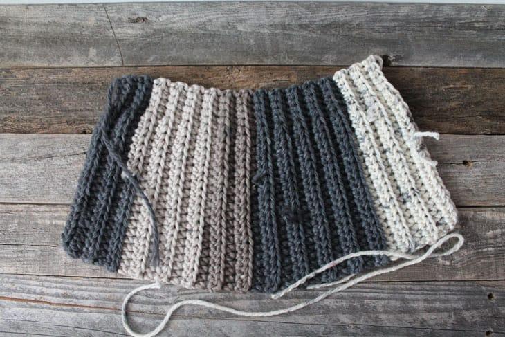 free chunky crochet hat pattern for beginners-super bulky yarn gauge 6- easy wide scarf pattern - amorecraftylife.com #crochet #crochetpattern #freecrochetpattern