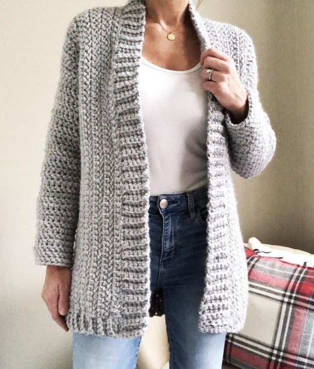 sweater crochet patterns- cardigan clothing crochet pattern- amorecraftylife.com #crochet #crochetpattern #diy