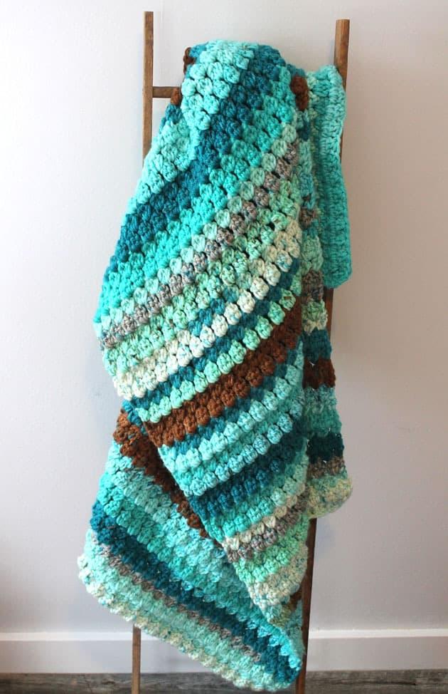 easy chunky blanket free pdf pattern - amorecraftylife.com - baby afghan - bulky yarn - free printable crochet pattern - caron cake yarn #baby #crochet #crochetpattern #freecrochetpattern