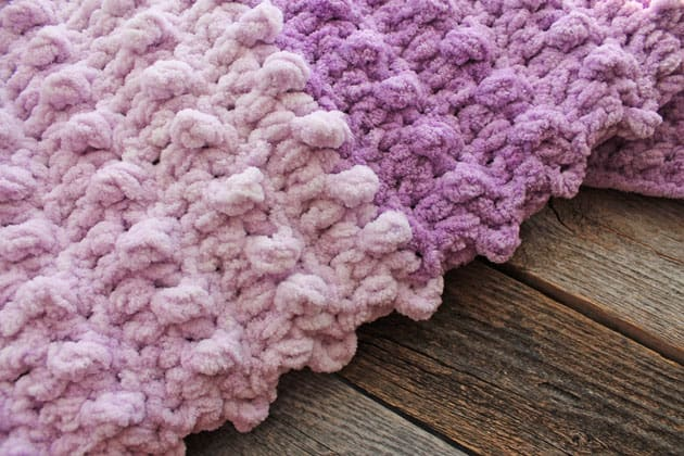 Make this quick and easy lilac fade crochet baby chunky blanket free pattern. super bulky chenille yarn - amorecraftylife.com -bernat blanket yarn - baby afghan - free printable crochet pattern - bernat blanket yarn #baby #crochet #crochetpattern #freecrochetpattern