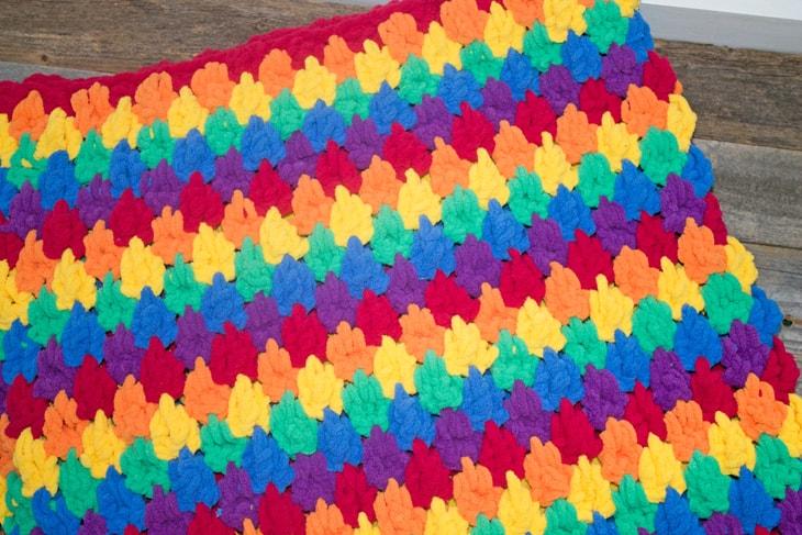 Make this colorful chunky rainbow teardrop crochet blanket free pattern. super bulky chenille yarn - amorecraftylife.com -bernat blanket yarn -lap afghan - free printable crochet pattern - bernat blanket yarn #crochet #crochetpattern #freecrochetpattern
