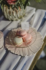 rose and cream macarrons