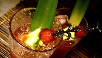 PLANTERS PUNCH – EIGHT VERSIONS OF A FAMOUS RUM DRINK – Rum, Tiki on tee clamp, tee sign, tee bow,
