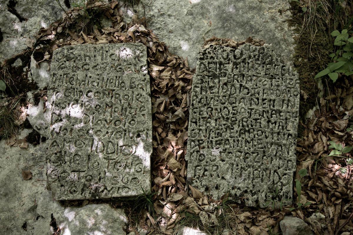 Iscrizioni lungo la Salina