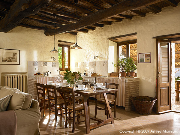 The kitchen area in IL Cipresso villa.