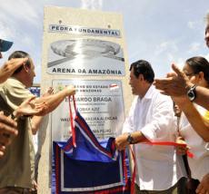 Eduardo Braga en la colocación de la piedra angular de la Amazonia Arena. (foto: Archivo / Comunicado de prensa)
