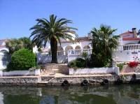 Immobiliaria Hoffmann - Villa mit Schwimmbad und ...