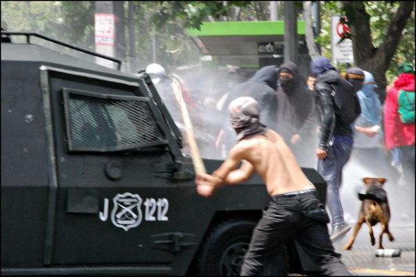Encapuchados Attack Police