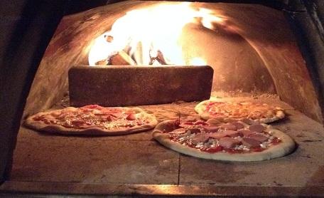 zelf pizza bakken in een hout ovenAmstelsport