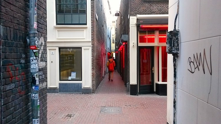 10 do's and don'ts for Amsterdam's Red Light District