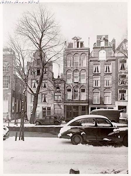 Amsterdam, Oudezijds Achterburgwal 164. Proeflokaal 't Kelkje cafe