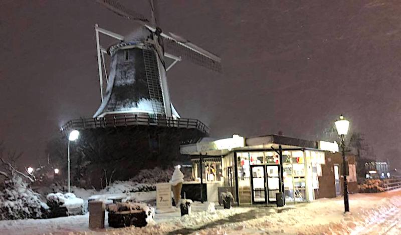 Best fries in Amsterdam at De Patatzaak : Molen van Sloten