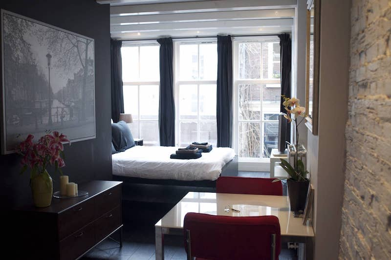 Airbnb Amsterdam apartment central