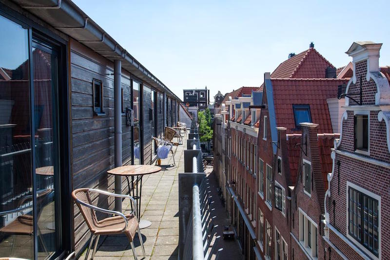10 hotels in amsterdam red light district
