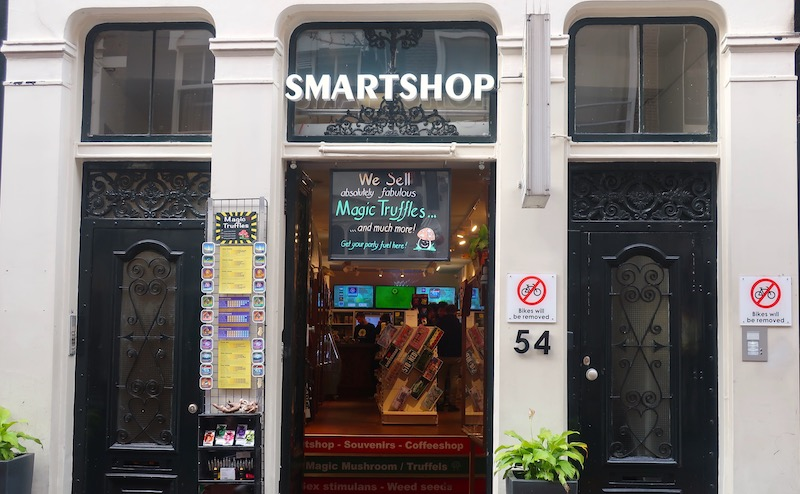 Amsterdam weed tour coffeeshop