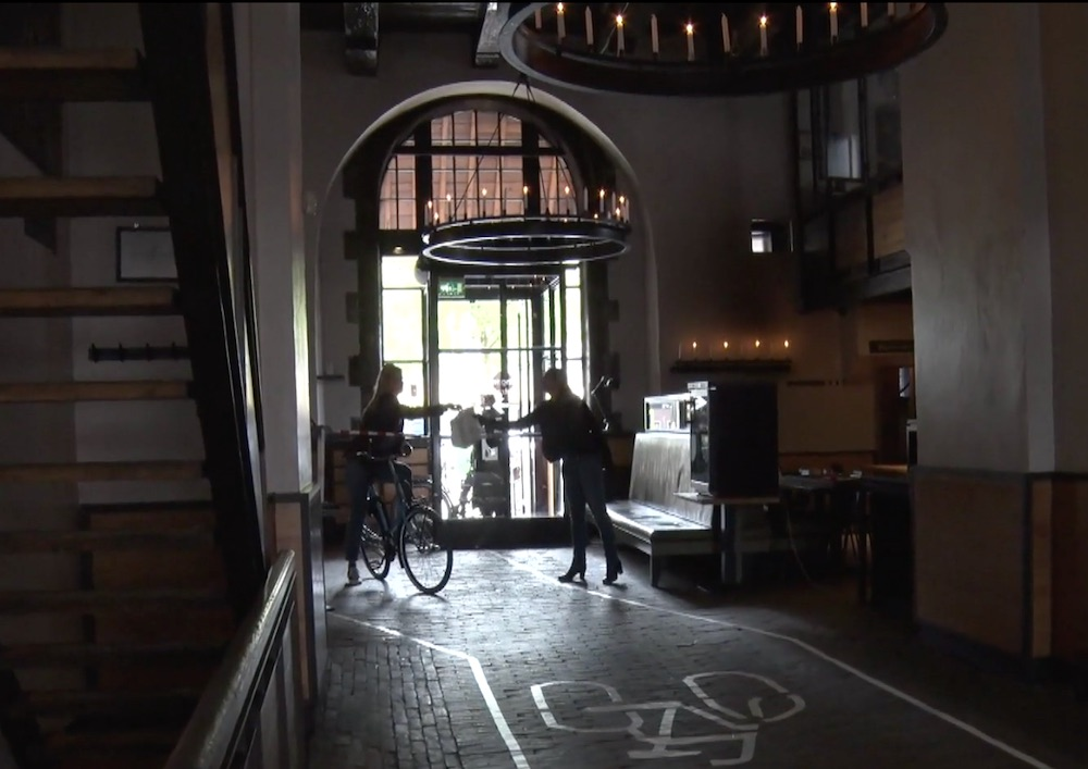 restaurant in de waag amsterdam bike through