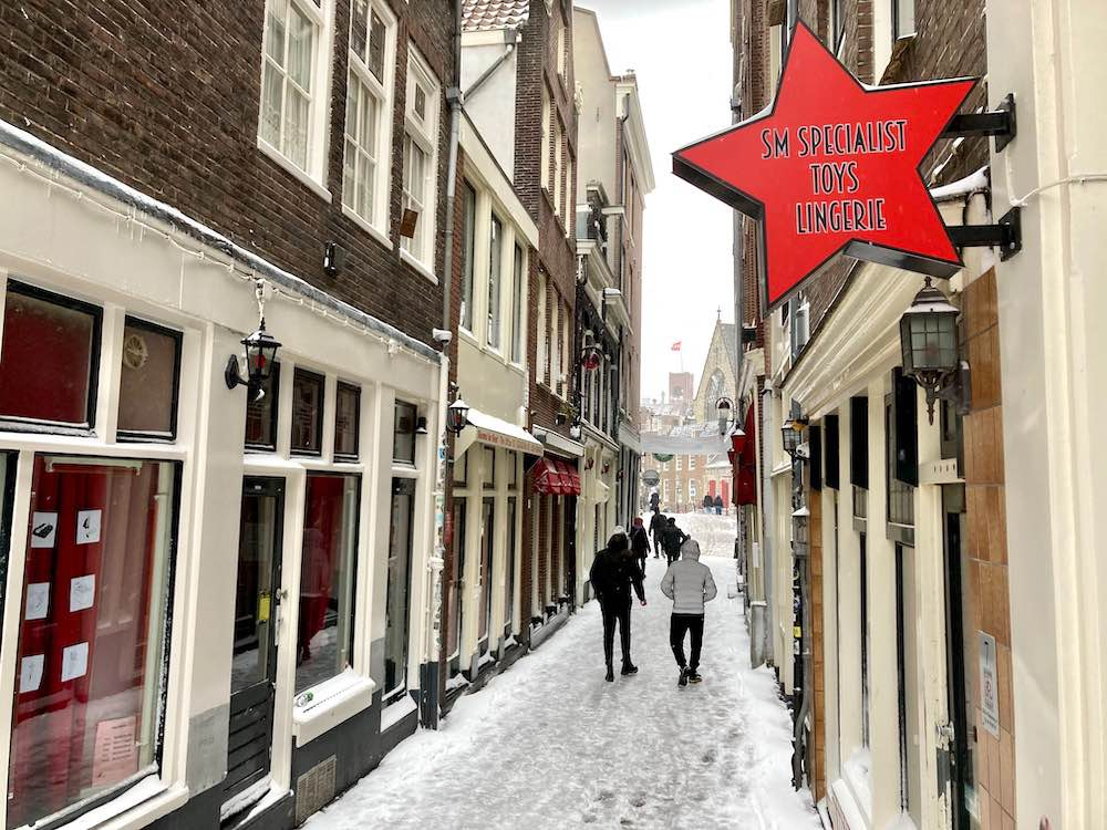 amsterdam snow street