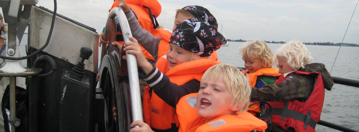 adventurous kids party on board of a boat of amsterdam tourist ferry and navigo