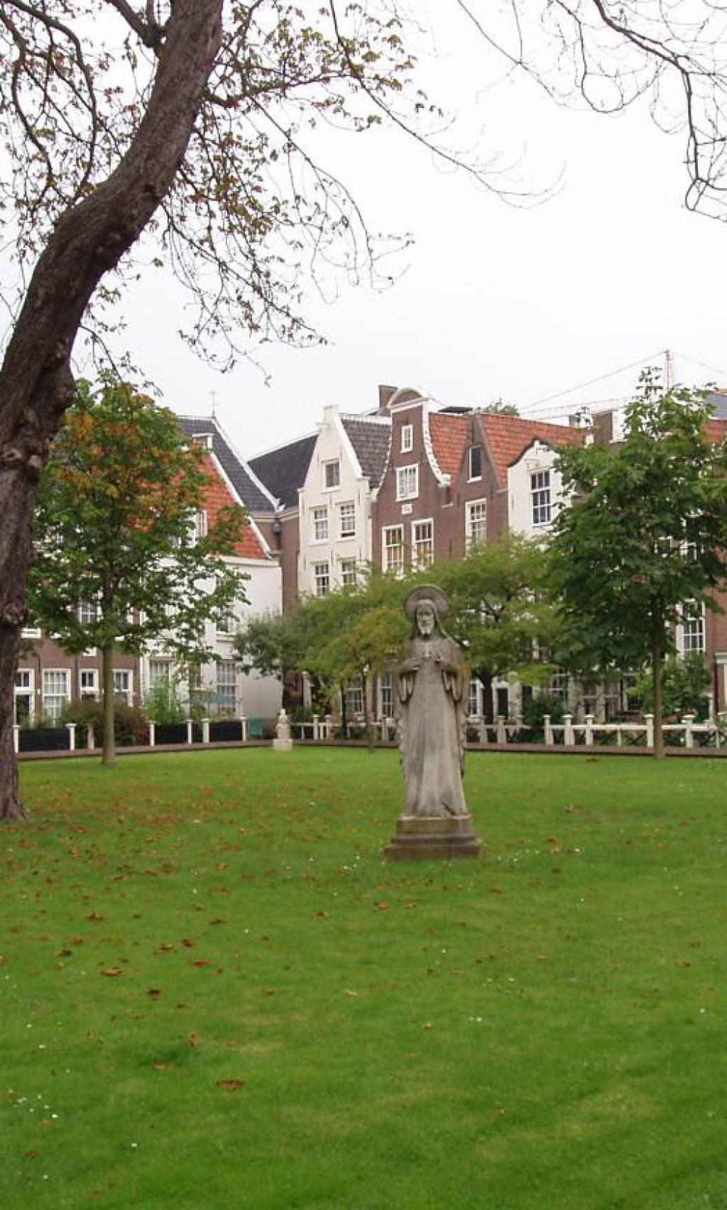 Amsterdam_-_Begijnhof_2