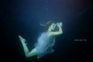 underwater maternity session in dallas with arden by dallas wedding photographer amy karp (10)