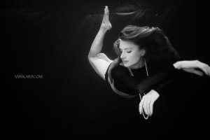 underwater maternity session in dallas with arden by dallas wedding photographer amy karp (7)