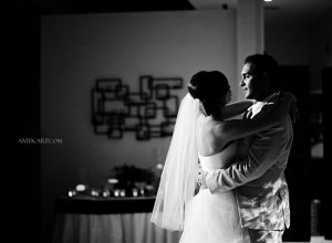 dallas wedding photographer with melissa and mark at avanti fountain place (23)