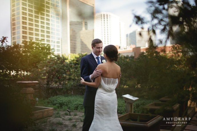 Dallas wedding photographer at 333 first avenue with jennie and robbie