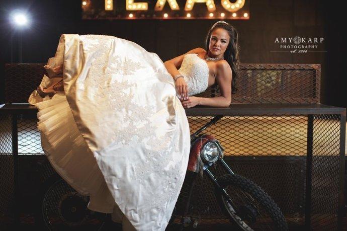 dallas-wedding-photographer-bridal-portraits-gas-monkey-bar-grill-009