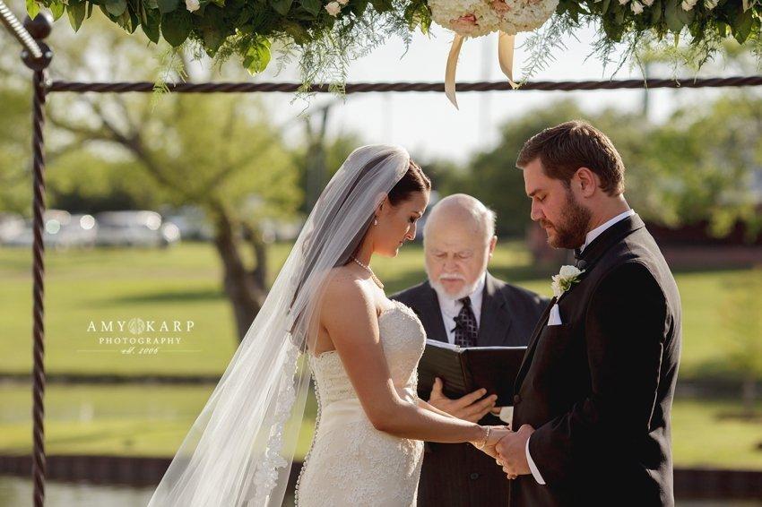 dallas-wedding-photographer-outdoor-wedding-kara-danny-023