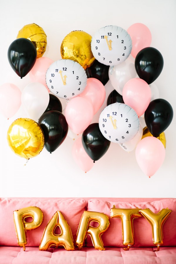 DIY-Clock-Balloons-for-New-Years-Eve1-600x900