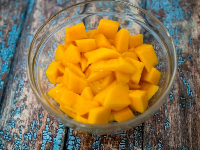 mango-overnight-oatmeal-1-of-5