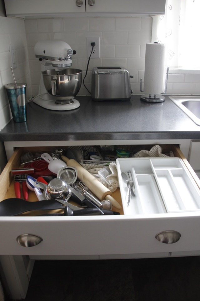 How to tackle kitchen drawer clutter