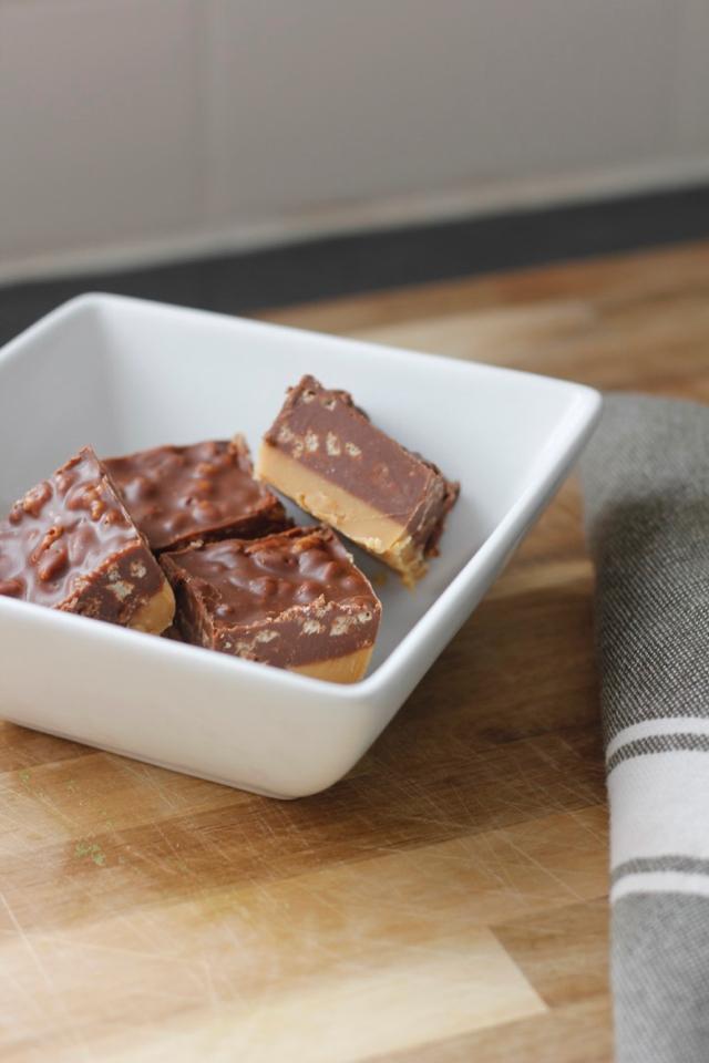No Bake Clean Eating Peanut Butter Chocolate Crispy Bars