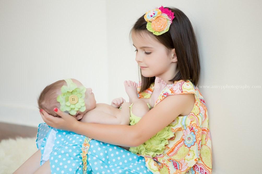newborn-baby-sisters-studio