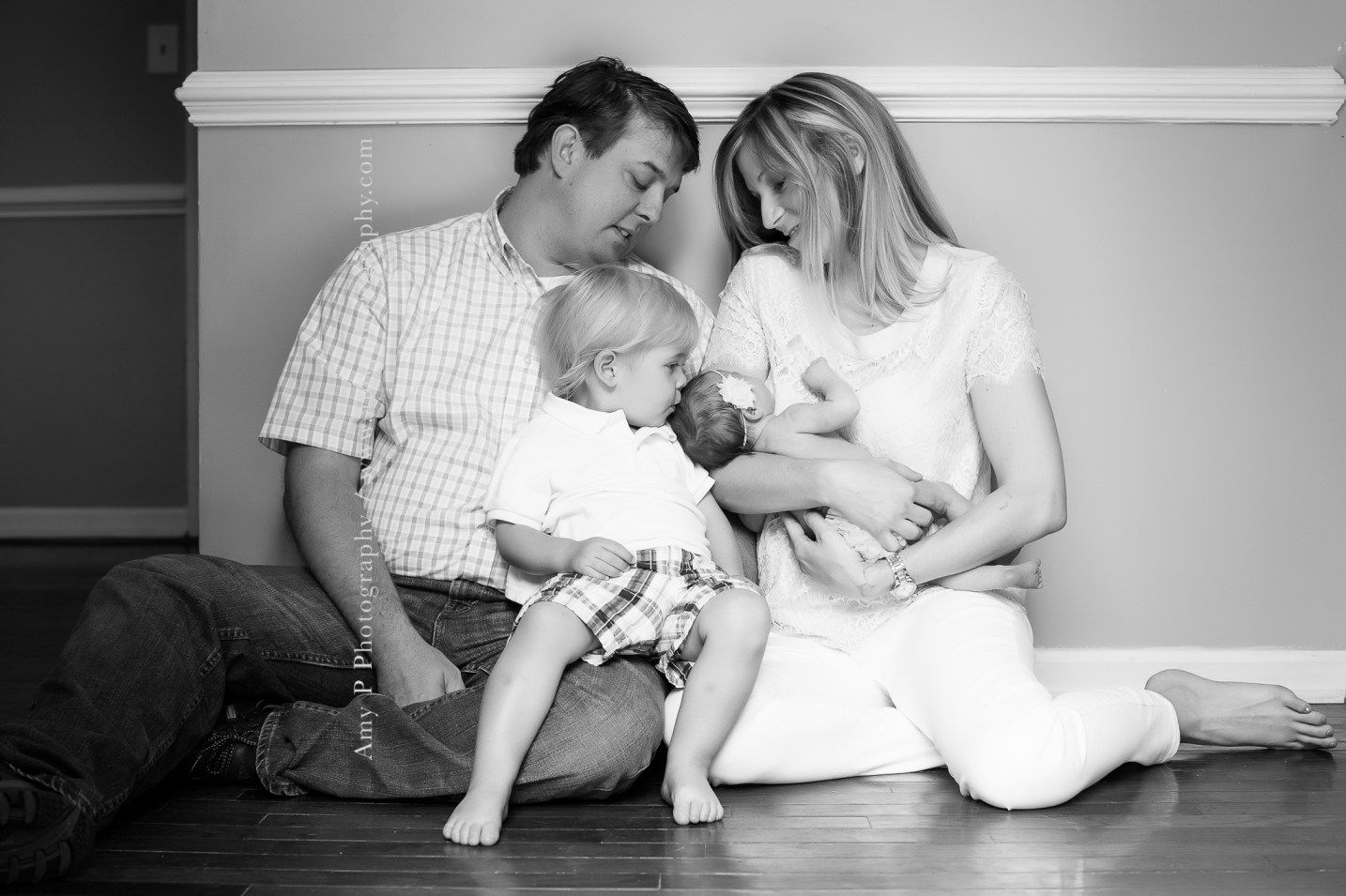 newborn-family-in home session